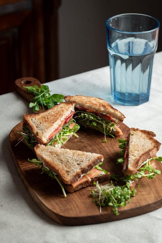Sandwich truite fumée micro-pousses