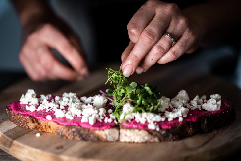 Recette tartine betterave et micro-pousses de radis